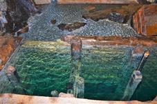 Hloubka ledové vody je kolem 500 metrů
