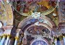 Strop kaple s hrobkami