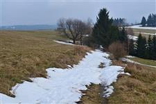 Ještě zavátá polní cesta na vrchol Sendraže