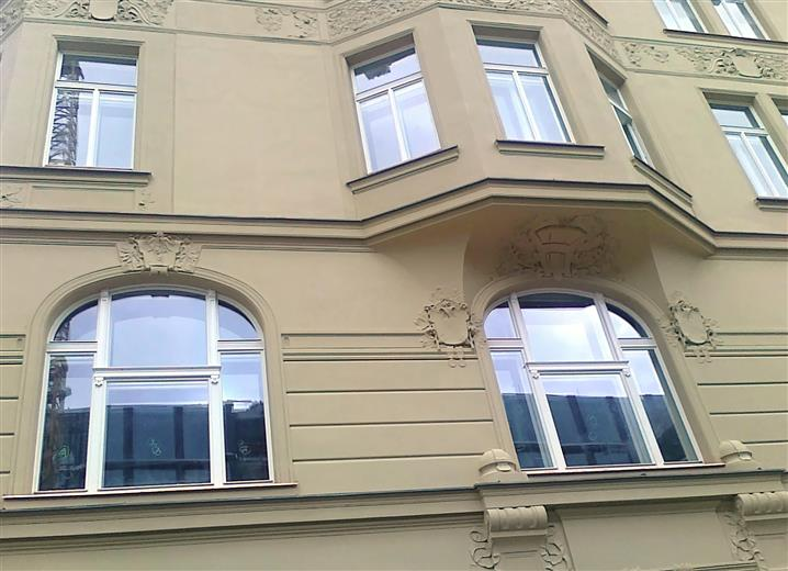 Scuntion windows in historic buildings
