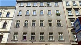 Dům v Husitské ulici s okny AZ Ekotherm