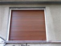 Okno AZ Ekotherm osazené dřevěnou roletou