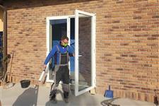 montáž dřevěných balkónových dveří