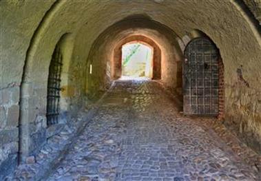 Za vstupem do pevnosti