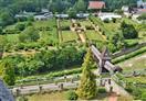 Zámecké zahrady a krytý dřevěný most