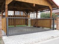 brána - kovaná s pojezdem