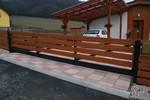 Samonosná brána v kopci